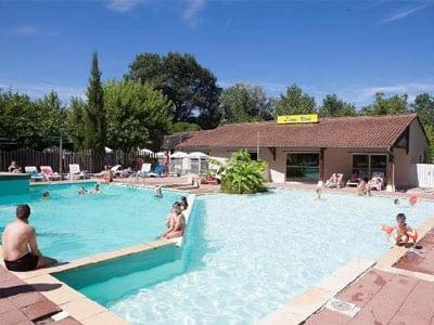 Réception avec la piscine du Camping l'Eau Vive dans le Lot