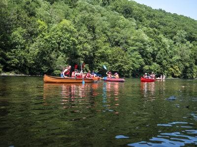 Initiation Canoë-Kayak avec l'animateur du Camping au Soleil D'OC sur les bords de Dordogne